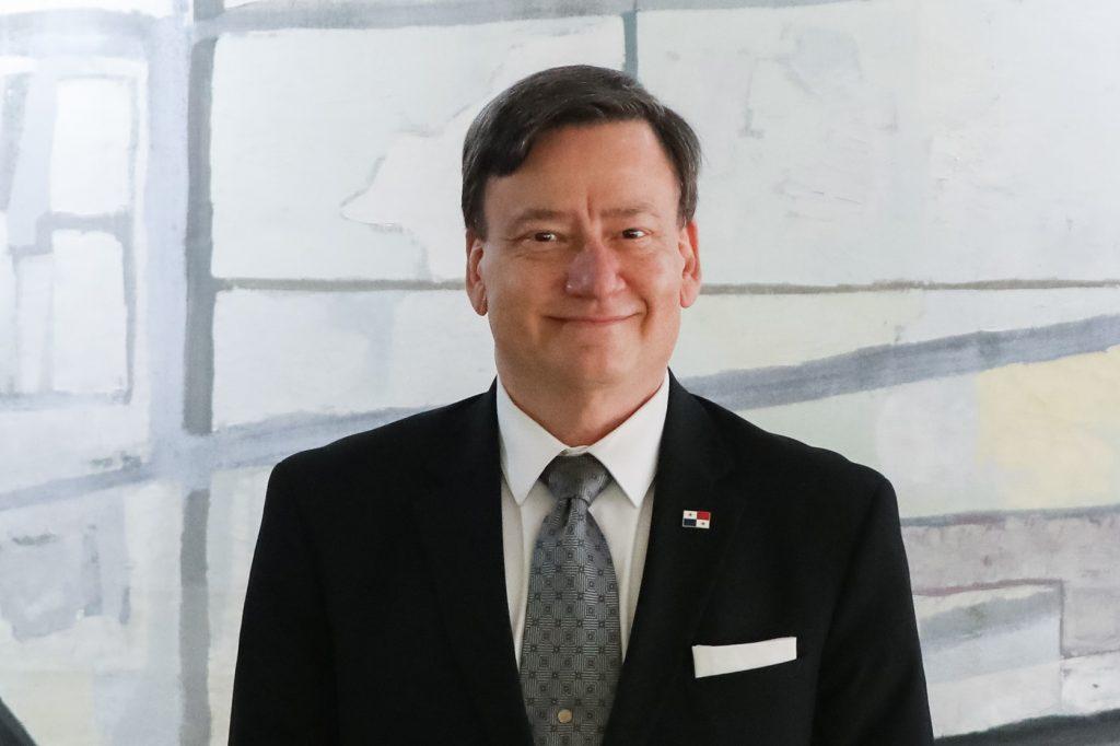 MIGUEL H. LECARO BÁRCENAS